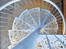 Элитные кованые лестницы, балконные ограждения, перила с эле