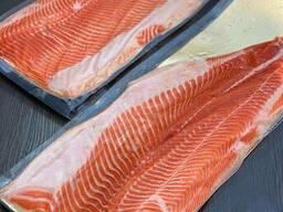 Филе лосося на подложке в вакуумной упаковке