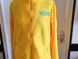 Желтая флисовая кофта с лого пошив флисовых кофт