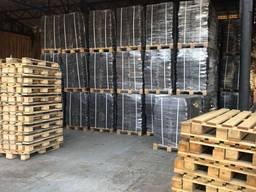 Fuel briquettes from oak; firewood from oak