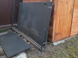 Гаражные ворота металличиские под бус 300x285