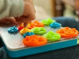 Головоломка Разноцветные шестерёнки Fat Brain Toys Crankity (F140ML)