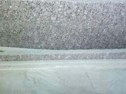 Гранит серый , остатки плит