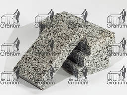 Гранітна бруківка із Покостівського каменю
