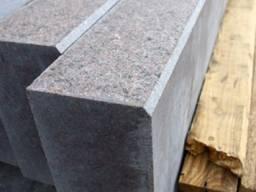 Камінь бортовий гранітний бордюр