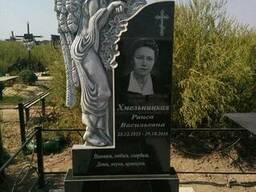 Гранитный памятник Скорбящий Ангел