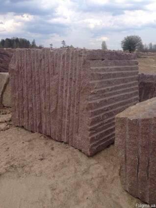 Гранитные блоки и изделия (Роза Кишин Красный и Черный Габбр