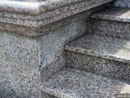 Гранитные ступени. Гранитная лестница лестница в камне .