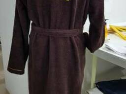 Халат махровый коричневый с вышивкой на спине