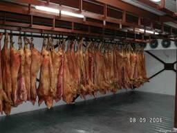 Холодильное оборудование для хранения полутуш мяса.Крым.