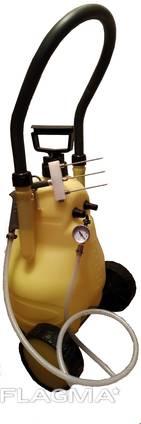 Инъектор ручной с пластиковой емкостью и ручной накачкой