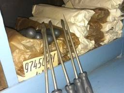 Инструмент: отвертка, сверло, ключ