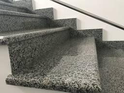 Гранітні сходи з сірого граніту