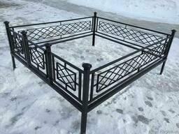 Изделия из металла: оградки, столики, лавочки, заборы.