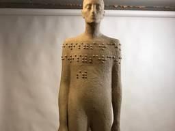Изготовила уникальный арт-объект, памятник незрячему человек