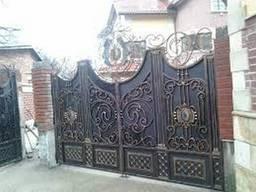 В Сумской обл. самые недорогие кованные распашные ворота .