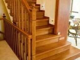 Изготовление лестниц из дерева на заказ