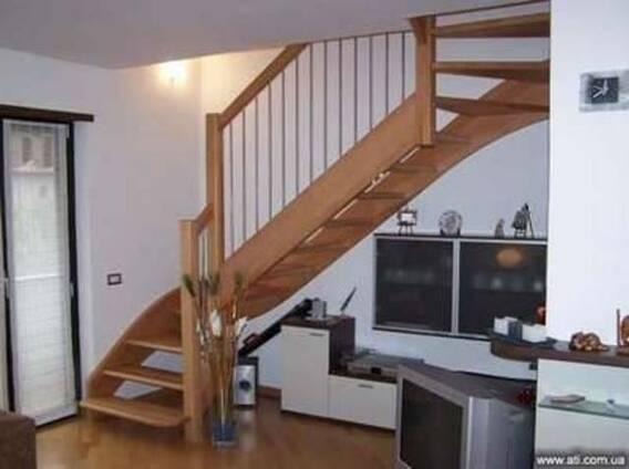 Изготовление, обшивка и установка деревянных лестниц.