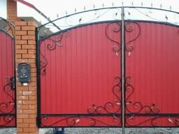 Забор кованный из профнастила, ворота: изготовление, установка