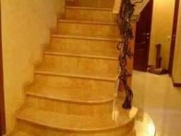 Лестница мраморная.