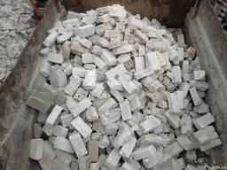 Кирпичный бой, бетонный бой. Доставка строймусора Киев.