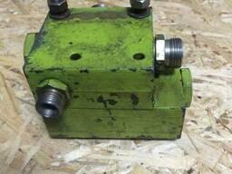 Клапан гідросистеми пресс-підбирача Claas Rollant.