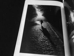Книга Sabine Weiss: 100 photos de Sabine Weiss pour la liberté de la presse.