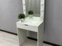 Компактный туалетный столик. Модель V442 белый