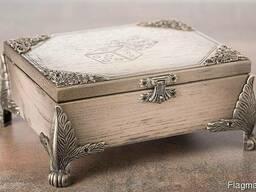 Комплект фишек и костей в деревянной шкатулке Под заказ