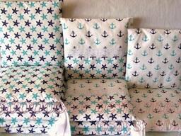 Комплект защитных бортиков для детской кроватки.