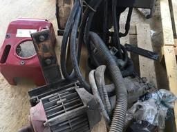Компрессор для выгрузки сыпучих грузов, бак, насос