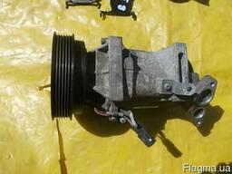 Компрессор кондиционера 8201025121 на Renault Megane 03-09 (