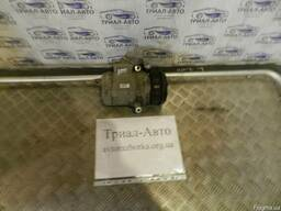 Компрессор кондиционера на Toyota Land Cruiser 100