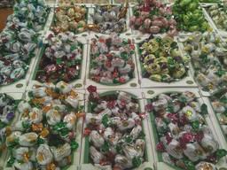 Шоколадные конфеты с натуральными фруктами. Сухофрукты в шоколаде