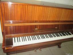 Коричневое пианино Украина