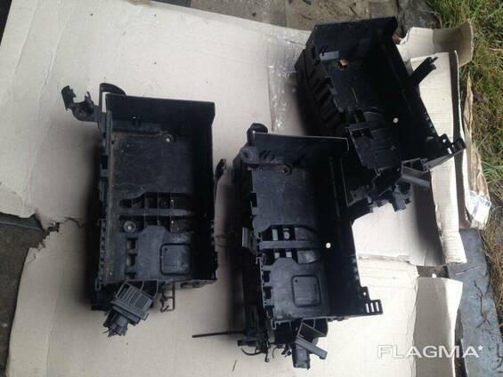 Коробка поддон АКБ аккумулятора Opel Astra J 13346248. ..