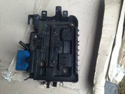 Коробка поддон АКБ аккумулятора Opel Corsa D 13235641. ..