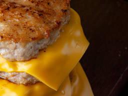 Котлета для гамбургера, бургера говядина. Готовая.