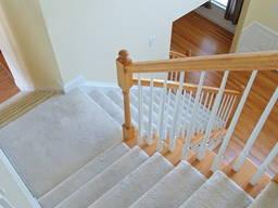 Ковролин для укладки на лестнице и лестничных ступеней