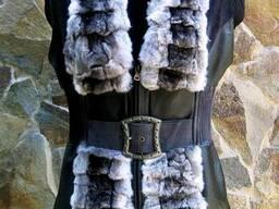 Кожанный жилет с мехом серой шиншиллы