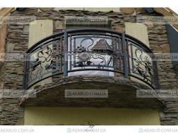 Красивое ограждение балкона, металлические перила на балконе