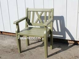 Кресла деревянные.