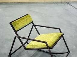 Кресло- качалка на металлическом каркасе