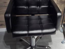 Кресло парикмахерское на гидравлике Лион