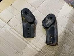 Кронштейн крепление радиатора Opel Astra H 13153539 13153540