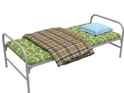 Кровать с ватным матрасом, подушкой и одеялом для рабочего