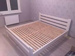 Кровати деревянные.