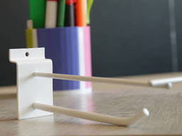 Крючки для экономпанелей  с ценникодержателем 50 мм