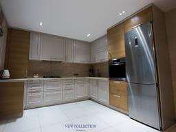 Кухня с комбинированные фасады