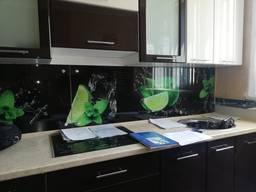 Продаем новые стеклянные фартуки на кухню